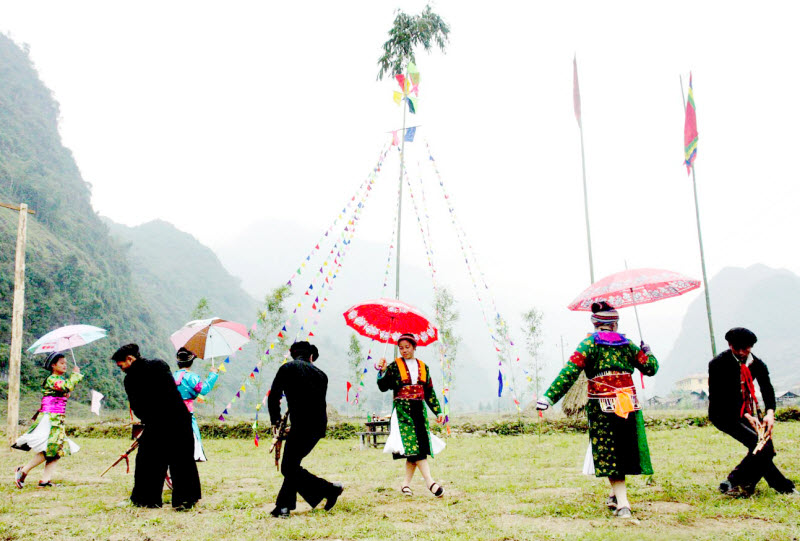 phan tich dien bien tam ly hanh dong nhan vat mi trong dem tinh mua xuan - Phân tích diễn biến tâm lý, hành động của nhân vật Mị trong đêm tình mùa xuân