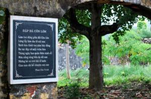 phan tich bai tho dap da o con lon cua phan chau trinh - Phân tích bài thơ Đập đá ở Côn Lôn của Phan Châu Trinh